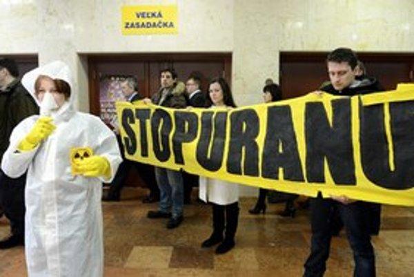 O ťažbe uránu neďaleko mesta sa diskutuje najmä v Košiciach. Minister životného prostredia pri novele zákona samosprávam ustúpil.