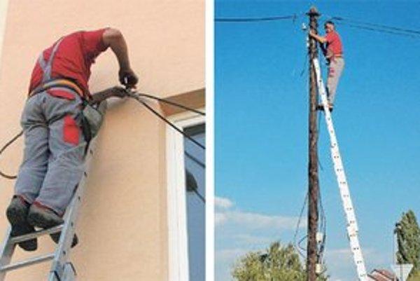 Montér sa snaží dostať kábel naprieč bytovkou, pretože kabeláže niekto zle naprojektoval. Fotky, ktoré obleteli Slovensko, zverejnil nezávislý informačný portál v Seredi.