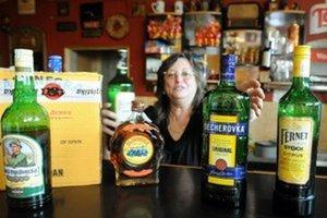 Český alkohol stiahli z pultov. Podľa ministerstva pôdohospodárstva by mal zmiznúť aj zo skladov.