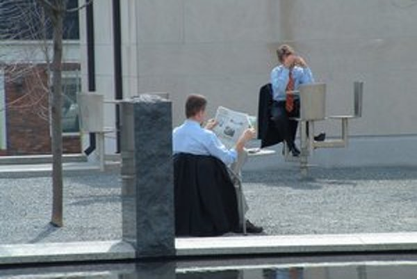 Manažéri vo firmách budú platiť štátu vyššie dane.