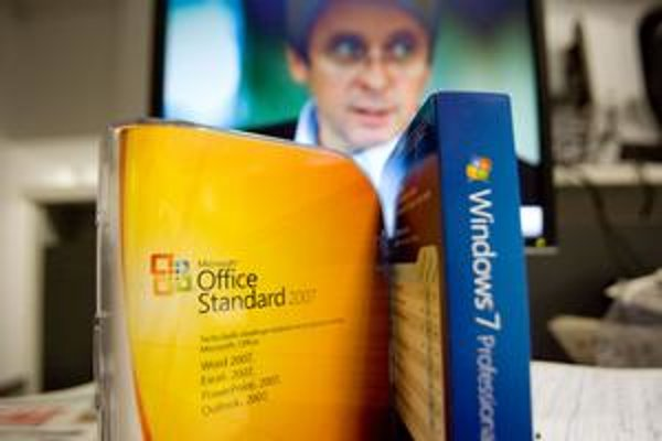 Rezort financií, ktorý vedie Mikloš, vybavil druhé posunutie podpisu zmluvy na nákup softvéru.