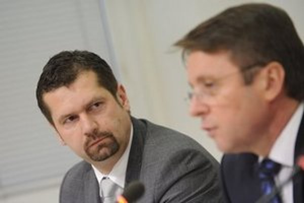 Bývalý šéf Finančného riaditeľstva s ministrom financií.