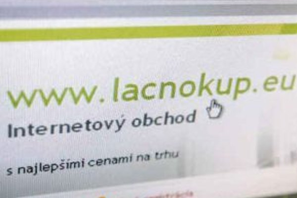 Desiatky ľudí, ktorí si objednali a zaplatili  tovar cez portály LacnoKup.eu a TopSales.sk, márne čakajú na jeho dodanie. Činnosť firmy Kronix už preverujú polícia aj Slovenská obchodná inšpekcia.