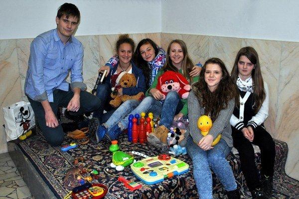 Zóna. Pri akcii pomáhali aj mládežníci.