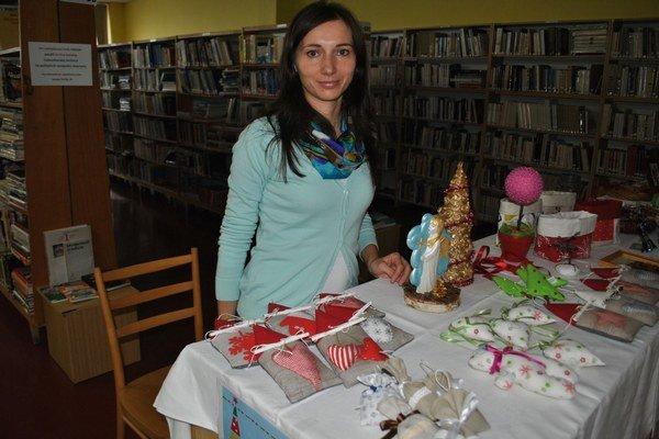Ozdoby. Mária Hirková predstavila prácu detí z Domu sv. Anny.