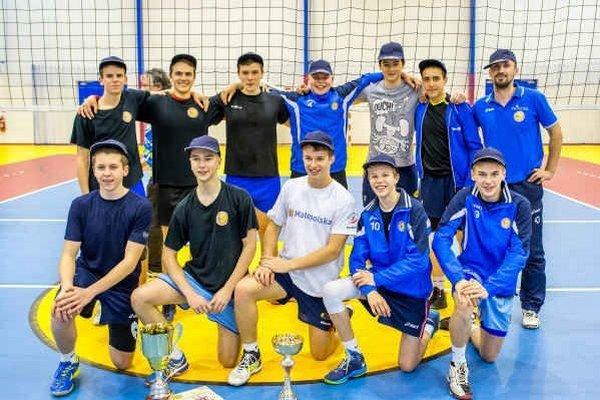 VKM žiaci. Víťazi amatérskej Draganna mix volejbalovej ligy.