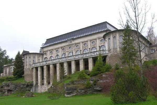 Biely dom. Jeden zo symbolov novodobých Vyšných Ružbách.