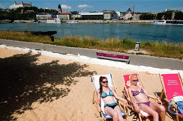 Aj hudba z rádií je už globalizovaná. Na slovenskej pláži hučí z reproduktorov to isté, ako hocikde v západom svete. Výnimiek je len pár.