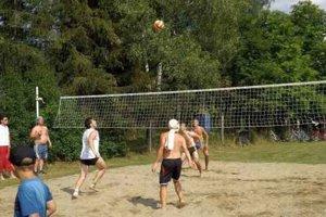 Atraktívne zápasy. Plážový volejbal pritiahol oči priaznivcov.