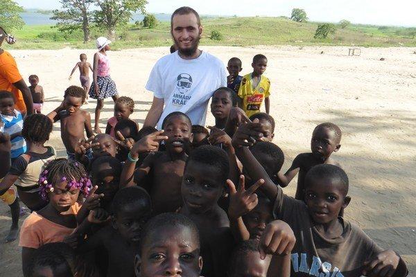 Lukáš Ogurčák. Odišiel pracovať kdeťom do Afriky.