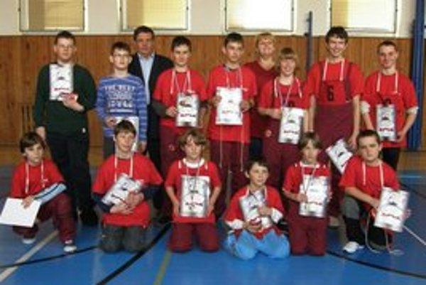 V škole v Podolínci odmeňovali nádejných hasičov.