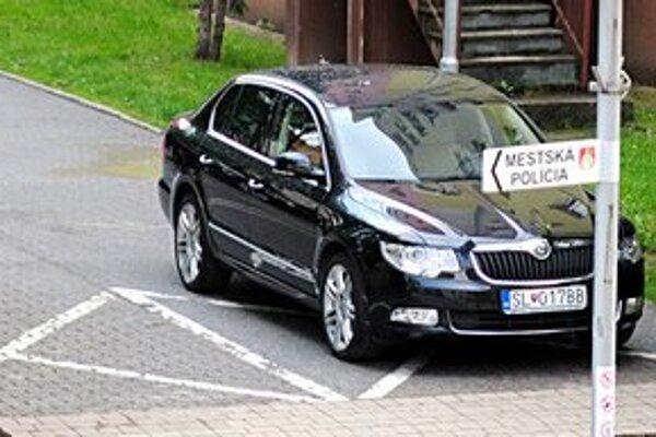 Primátorské auto. Servis škodovky zabezpečuje staroľubovniansky predajca. Od neho auto kúpili.