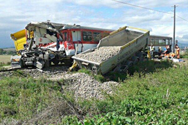 Nehoda neďaleko Bánoviec nad Bebravou.