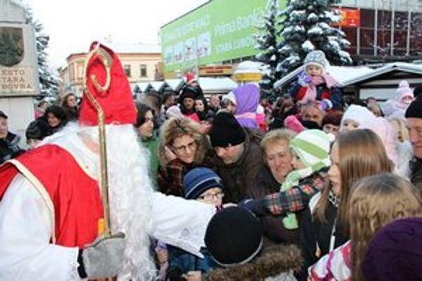 Mikuláš. V Starej Ľubovni sa ho nemohli dočkať stovky detí.