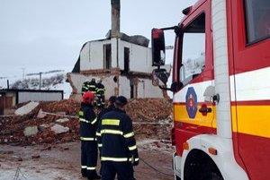 Nebezpečné miesta. V troskách budovy našli smrť dve deti.
