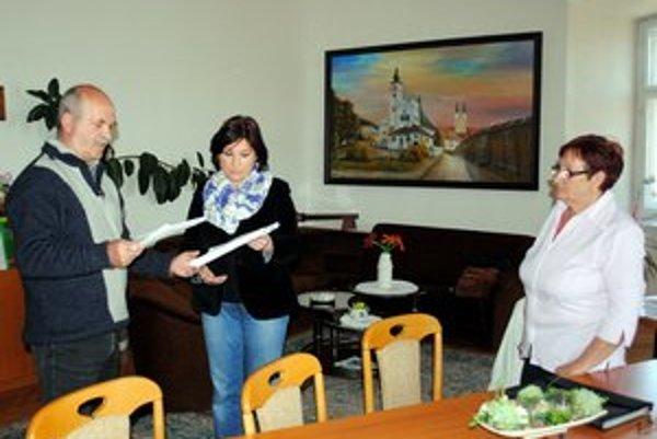 Petícia v Podolínci. Uzavreli ju zrejme prví na Slovensku. Iniciátori s ňou prišli za primátorkou Ivetou Bachledovou.