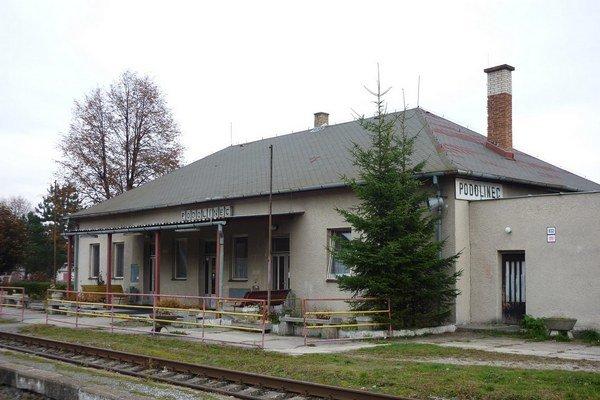Stanica v Podolínci. Po redukcii spojov často zíva prázdnotou.