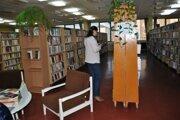 Knižnica má v ponuke aj staré aj nové knihy. Je stále z čoho vyberať.