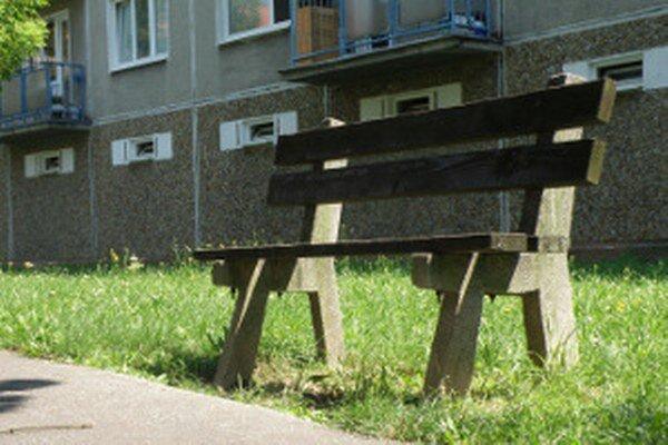 Na požiadanie pribudli pre niektorých miestach v Prievidzi lavičky.