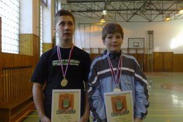 Medailisti. Emanuel Horvát (vľavo) a Marek Haky.