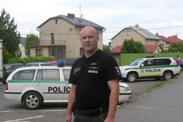 Záchranca Filip Šenšel si počas nočnej služby nakrátko vyskúšal úlohu zdravotníka.