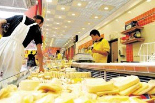 Kilogram syra eidam zlacnel v predajniach Tesco oproti roku 2008 o niekoľko eur.