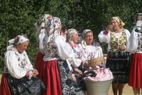 Folklórny súbor Poľana z Jarabiny. Aj on sa postaral o vynikajúcu náladu.