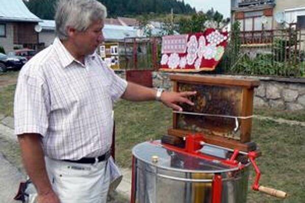 Jozef Šaliga je včelárstvu oddaný dlhé roky. Vďaka rozprávačskému talentu vie jeho tajomstvá priblížiť aj laikom.