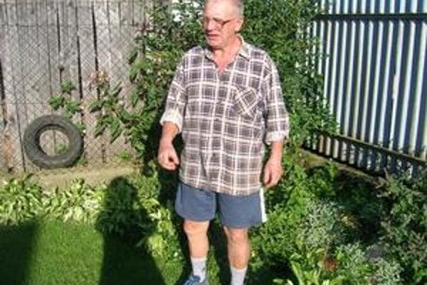 Aktívny dôchodca Ladislav skúša na slimáky všetko možné.
