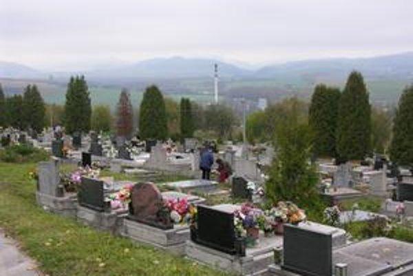 Nový cintorín. Už aj v týchto dňoch sem viedli kroky mnohých pozostalých.
