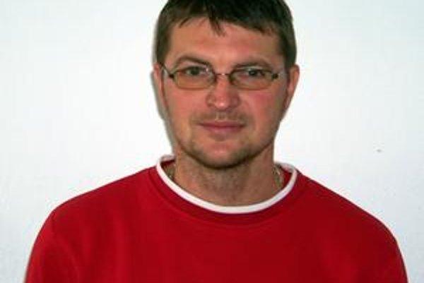 Kormidelník rezervy. Marián Jarabinský je s doterajším účinkovaním mužstva spokojný.