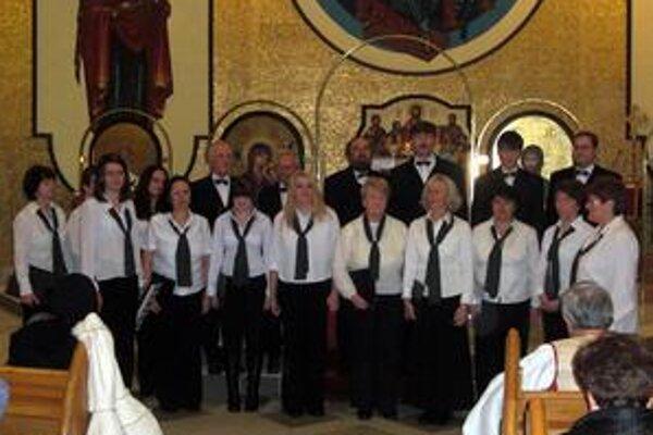 Zbor z Podolínca. Chrámové zoskupenie pôsobí pri kostole Nanebovzatia Panny Márie. Vedie ho Andrea Liptáková.