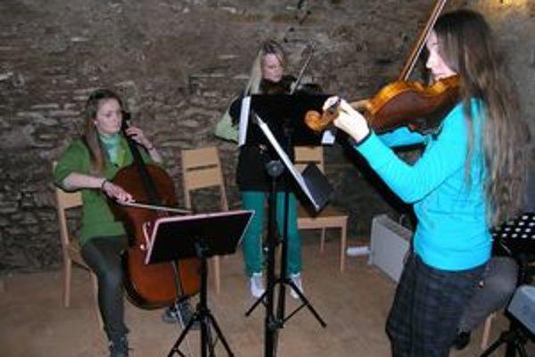 Klasiku predviedli šikovné mladé dievčatá Katarína Zimová, Simona Fedorková, MáriaBudzáková.