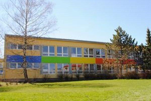 Škola je už dokončená.