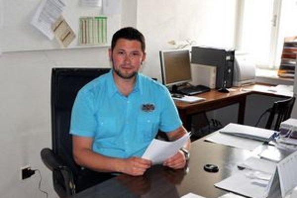 Prednosta. Michal Marhefka prevzal novú funkciu začiatkom mája. Je pravdepodobné, že je najmladším na poste.