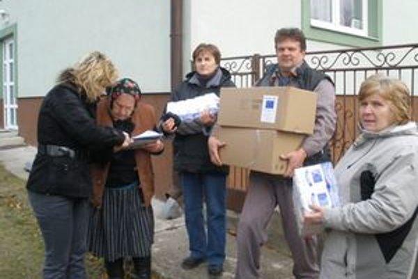 Potraviny. Dorazili do viacerých miest. V Kyjove ich rozvážali do domov.