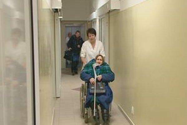 V novom. Sestričky i pacienti sú s priestormi spokojní.