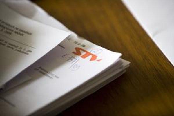 Do konca roku by sa výpadok z koncesionárskych poplatkov pre Slovenskú televíziu mohol vyšplhať až na dva milióny eur. Príčinou zvýšeného počtu neplatičov je vraj aj kampaň strany SaS.