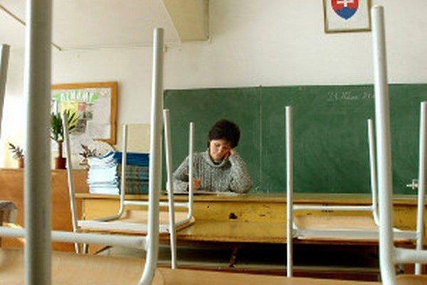 Stredné školy pre niektorých učiteľov už nemajú prácu.