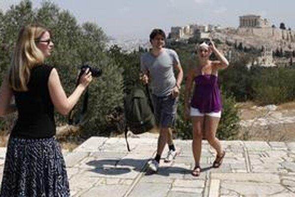 Predaj zájazdov do Grécka klesá, cestovky preto vymýšľajú, ako prepad zastaviť. V Česku sa dá do polovice júna získať zľava 3000 korún za napísanie jedného gréckeho slova.