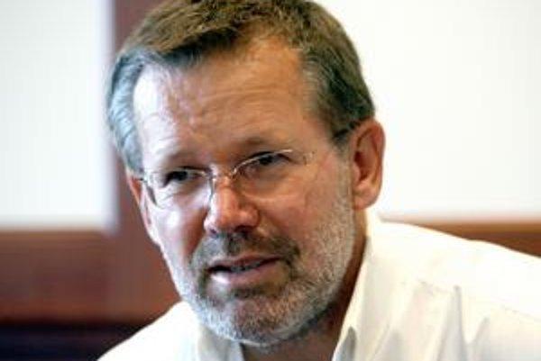 Predseda predstavenstva TriGranit Development Slovakia Gábor Zászlós ešte svoj boj o vybudovanie veľkého komplexu v Jarovciach nevzdáva. Je pripravený ďalej presviedčať verejnosť, že kasíno nie je pre spoločnosť nebezpečné a neprichádza s ním kriminalita.