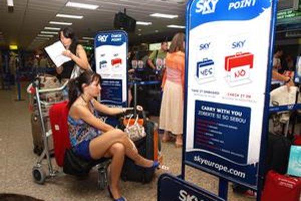 Stovky klientov SkyEurope sa o bankrote leteckej spoločnosti dozvedeli až na letisku.