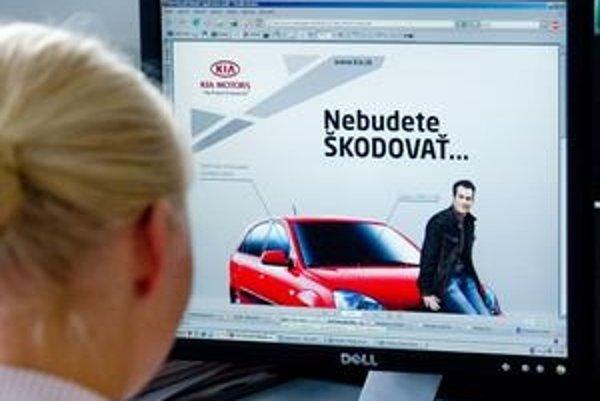 """Značka Kia bojuje o zákazníkov s lídrom trhu aj novým sloganom """"Nebudete škodovať""""."""