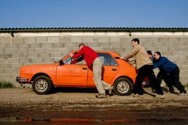Počet inzerátov ponúkajúcich autosúčiastky v poslednom čase stúpol – viacerí ľudia totiž vybrali z áut pred odovzdaním na šrotovisku všetko, čo sa dalo.