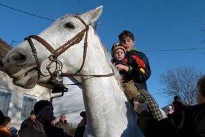 V Mačove si budú môcť ľudia aj zajazdiť na koni.