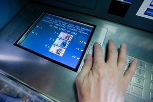 Bankomaty Slovenskej sporiteľne umožňujú klientom vybrať si požadovanú sumu v bankovkách, ktoré im najviac vyhovujú.