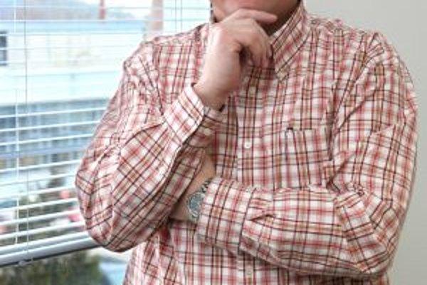 Ing. Oto Hornáček. Od roku 1988 pôsobil ako poskytovateľ služieb v stavebníctve  a od roku 1990 ako stavebný podnikateľ. Je zakladateľom a lídrom stavebnej spoločnosti HORNEX. V súčasnosti je jej predsedom predstavenstva a generálnym riaditeľom. Od roku
