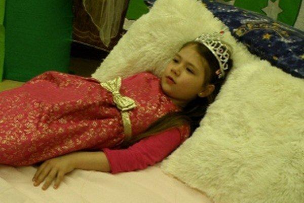 Ke´d si princezné ľahli do postele na hrášok, skríkli au!