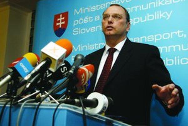 Minister dopravy Ľubomír Vážny v novele navrhol k vybraným úsekom diaľnic, na ktorých sa môže stavať bez súhlasu vlastníka, pridať ďalšie.