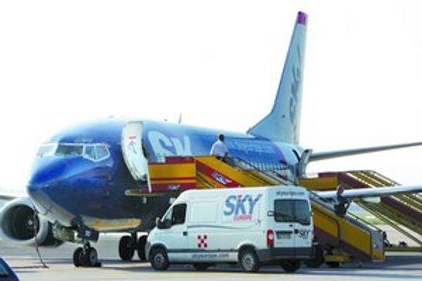 Nízkotarifná letecká spoločnosť SkyEurope Airlines začne  30. júna tohto roku prevádzkovať novú priamu linku z Košíc do anglického Manchestru trikrát týždenne. V letnej sezóne bude lietať z Košíc raz v týždni aj do chorvátskeho Splitu od 5. júla do 20. se